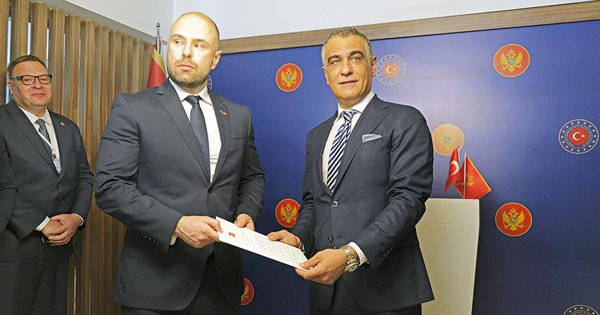 Hüseyin Erkan Yılmaz Karadağ Antalya Fahri Konsolosu oldu.