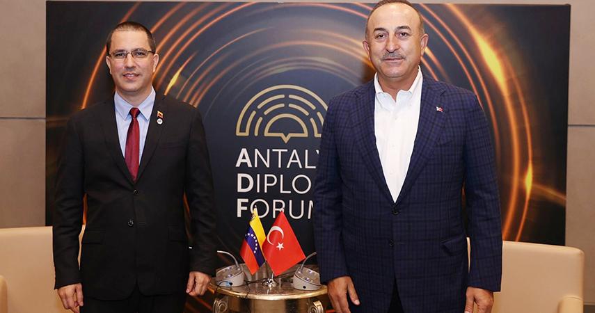Dışişleri Bakanı Çavuşoğlu'nun diplomasi trafiği