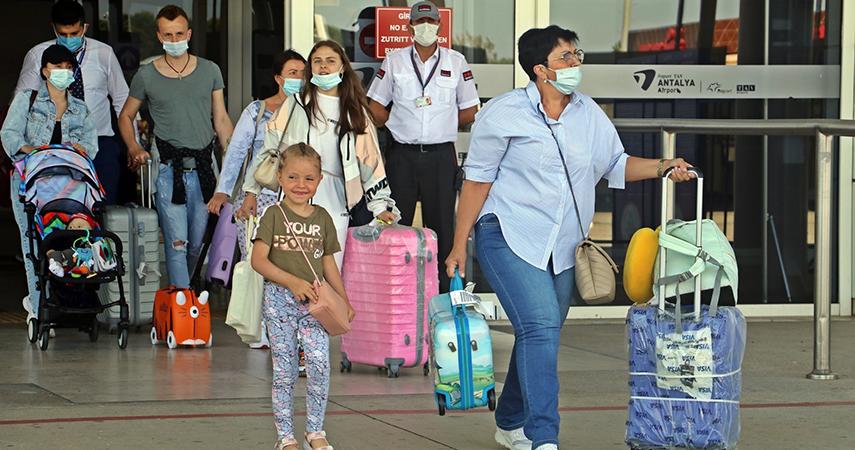 Antalya'ya hava yoluyla 3 haftada 518 bin kişi geldi