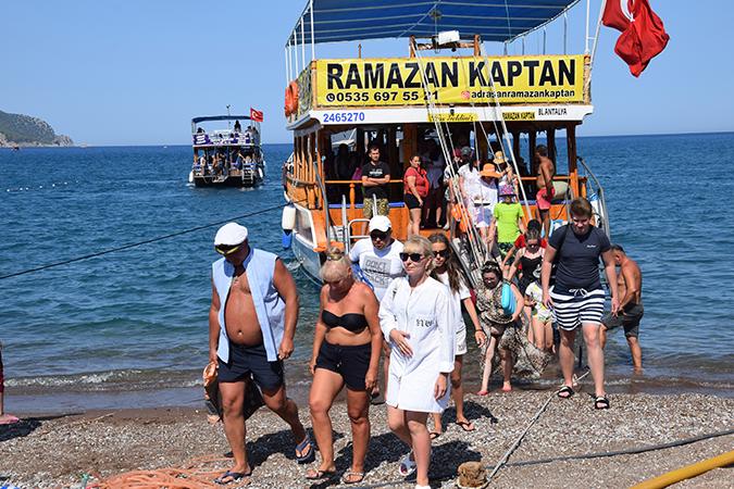 Adrasan bayramda nüfusunun 10 katı tatilciyi ağırlayamaya hazırlanıyor