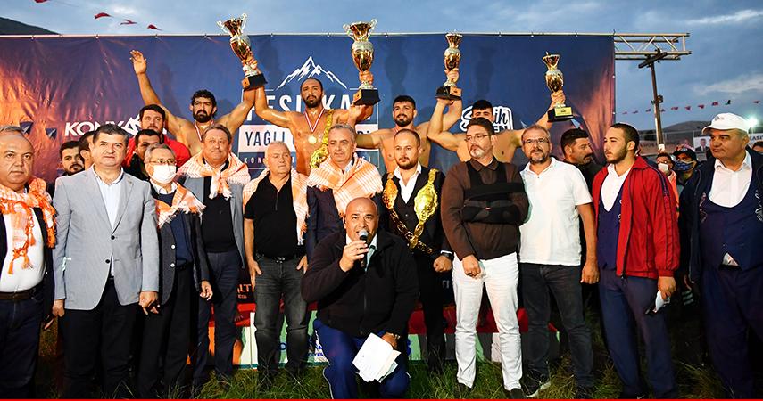 Kırkpınar Başpehlivanı Ali Gürbüz Feslikan'ı da kazandı