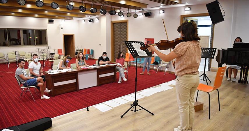 Konyaaltı Belediyesi Müzik Akademisi'ne yoğun ilgi
