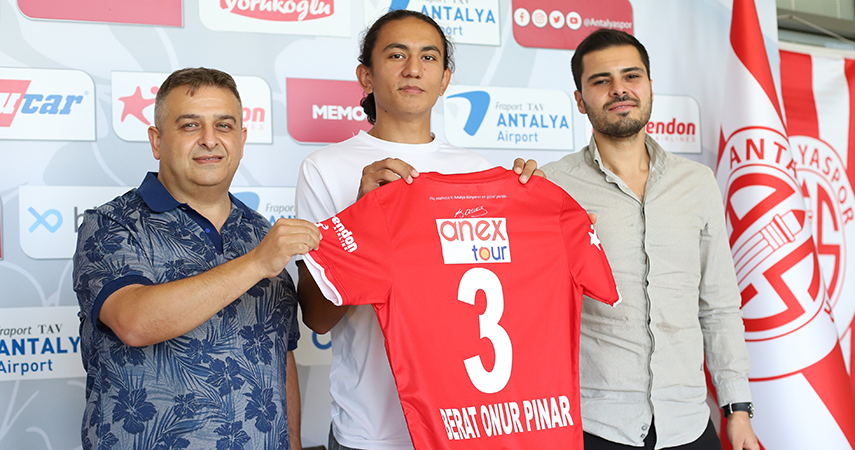 19 yaşındaki Berat Onur Pınar, FTA Antalyaspor'da
