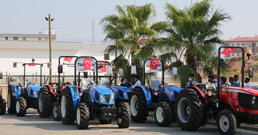 Manavgat yangınında traktörleri yanan 16 aileye son model yeni traktör