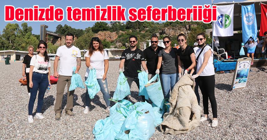 Dünyaca ünlü sahilden 30 dakikada çıkan çöpler ''pes'' dedirtti