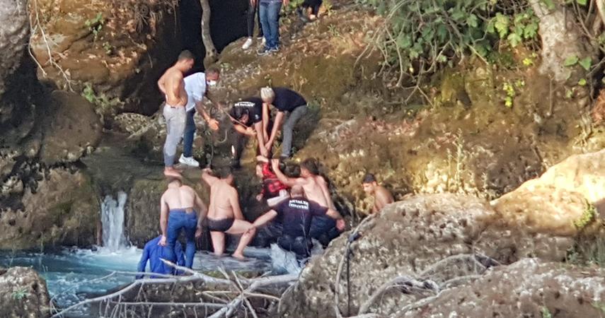 Erkek arkadaşıyla tartışan alkollü kadın Manavgat Şelalesi'nden aşağıya atladı