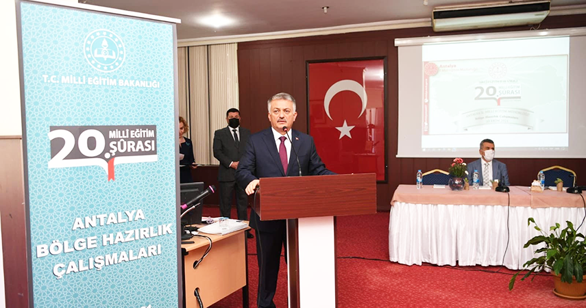 Vali Ersin Yazıci 20'nci Milli Eğitim Şurası'na katıldı